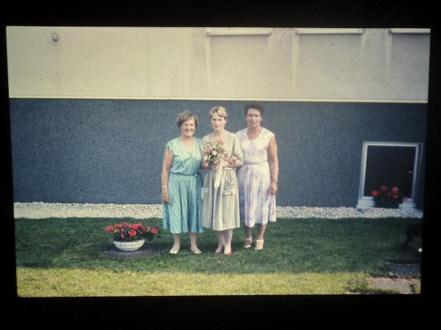 Gevonden particuliere familiefoto met drie vrouwen