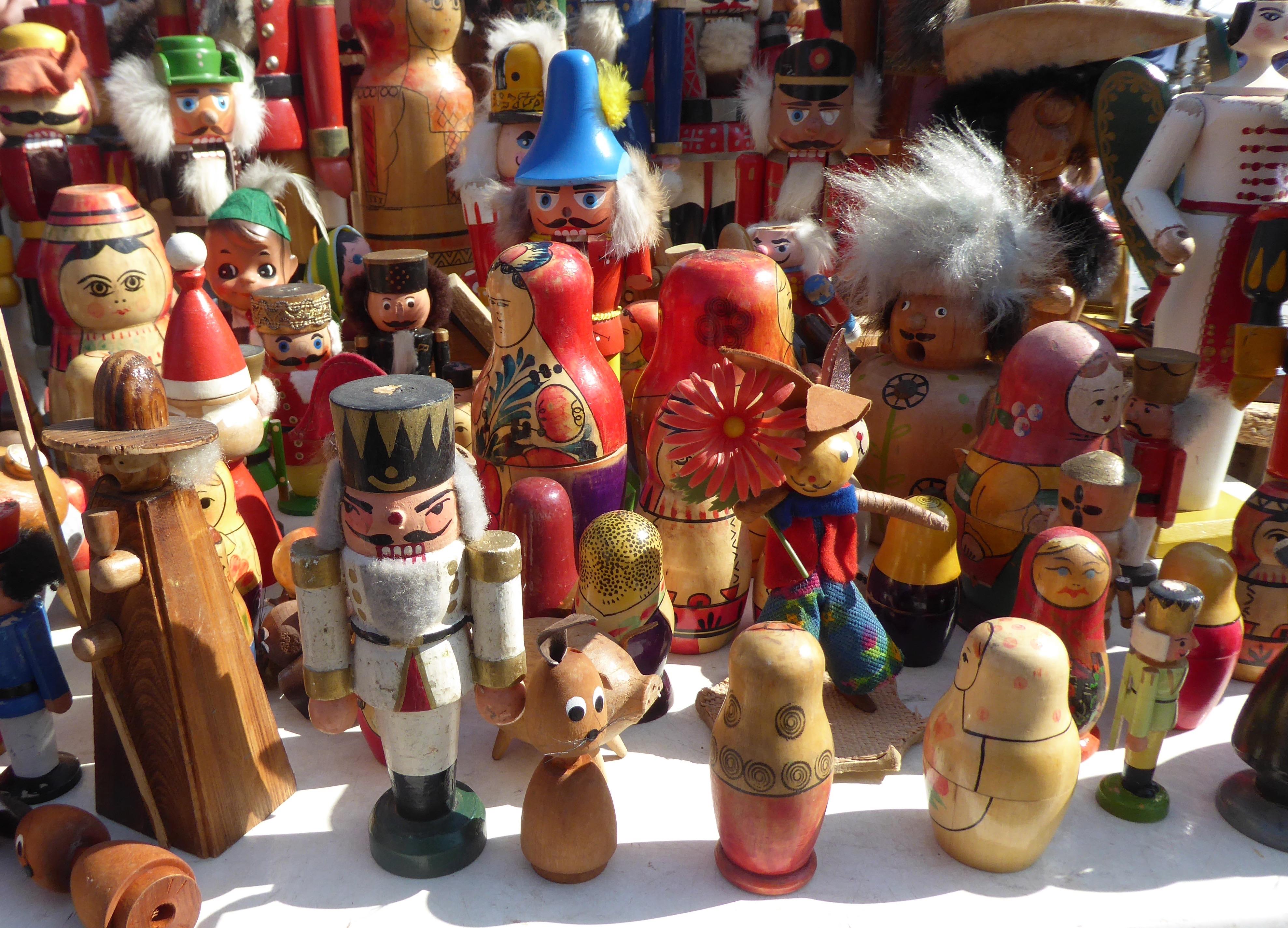 Houten folklorepoppetjes