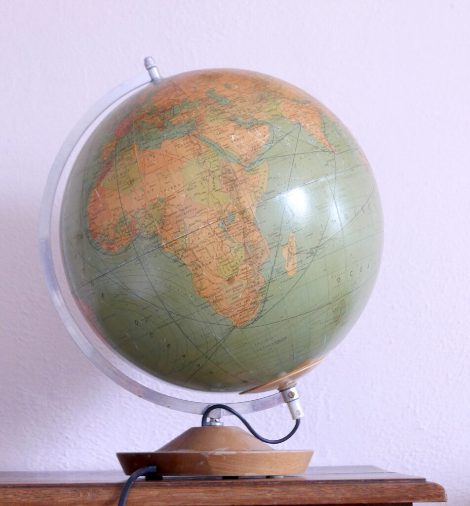 Vintage wereldbol met lamp Made in GDR